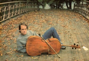 ar_j5ob2z1-300x206 12 Famous Cellists Throughout History